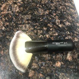 IT Cosmetics Mega Fan Brush